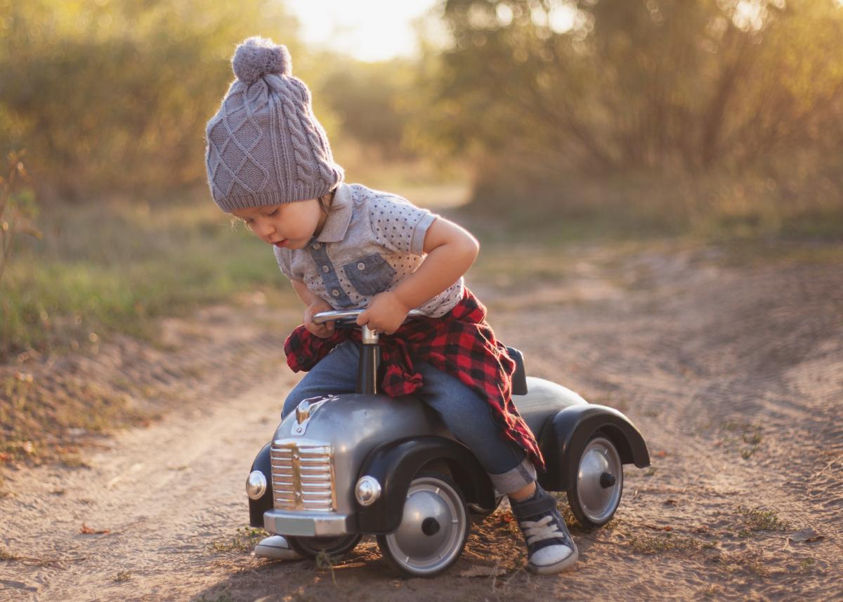 najlepszy jeździk dla rocznego dziecka