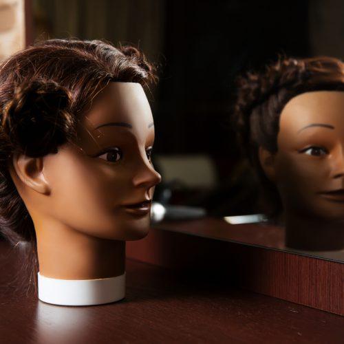 Rozczesanie włosów lalce