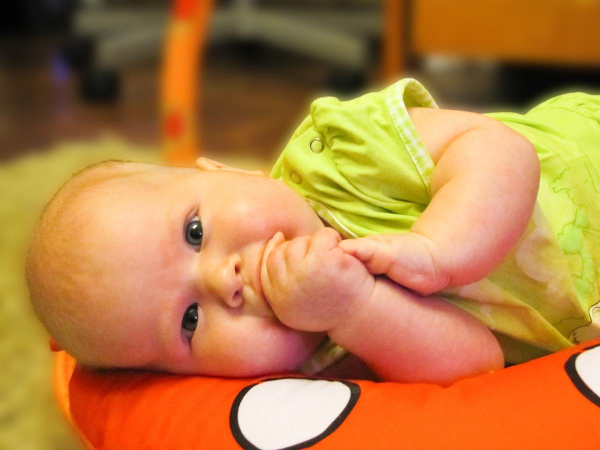 poduszka pod głowę dla niemowlaka