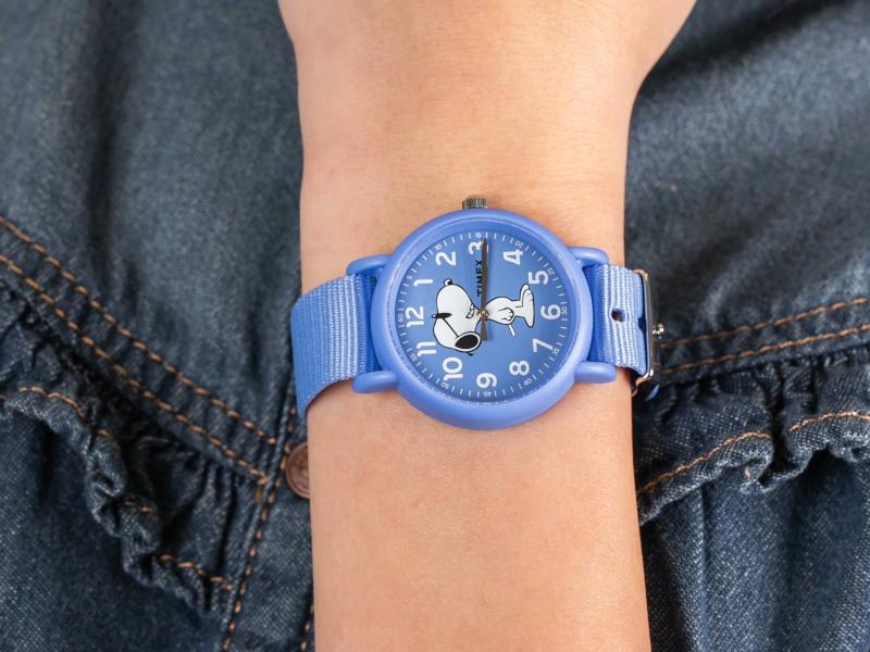 Biały zegarek Timex w sportowym stylu