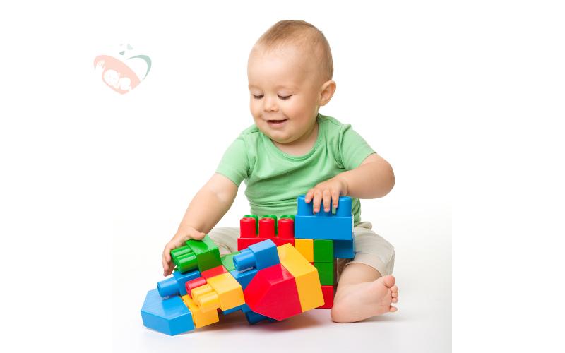 dobra zabawka dla 8 miesięcznego dziecka
